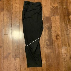 Workout capris with reflector stripe